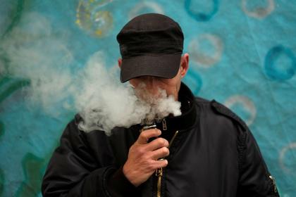 Тяжелое заболевание легких впервые связали с курением вейпа