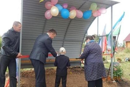 В российской деревне торжественно открыли остановку