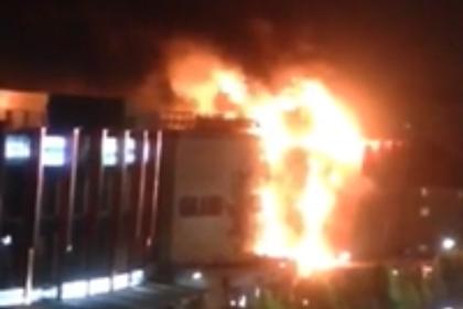 Появилось видео пожара в торговом центре «Гранд парк» в Грозном