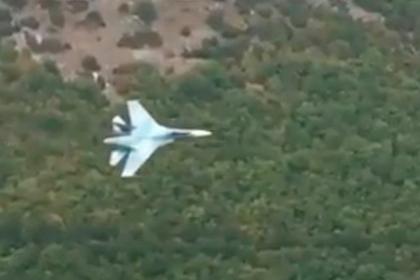 Маневр Су-27 между скал попал на видео