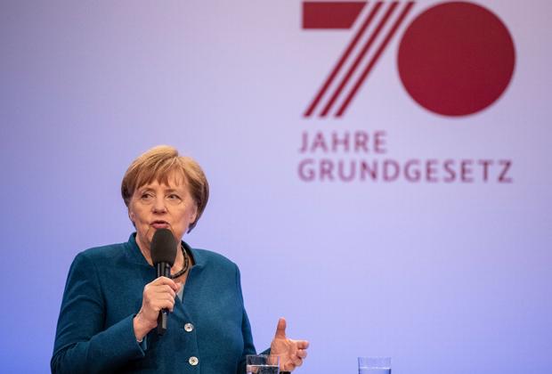 Ангела Меркель на юбилее немецкой конституции