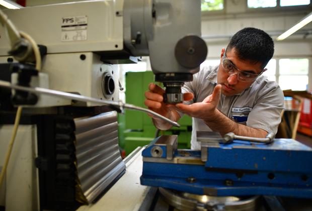Сириец Алан Рамадан, прибывший в Германию в 2012 году, работает механиком