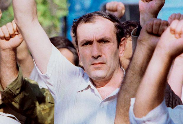Левон Тер-Петросян, председатель Верховного совета Республики Армения, на митинге в Ереване