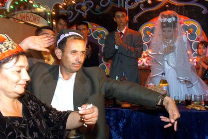 Власти Узбекистана решили урегулировать свадьбы