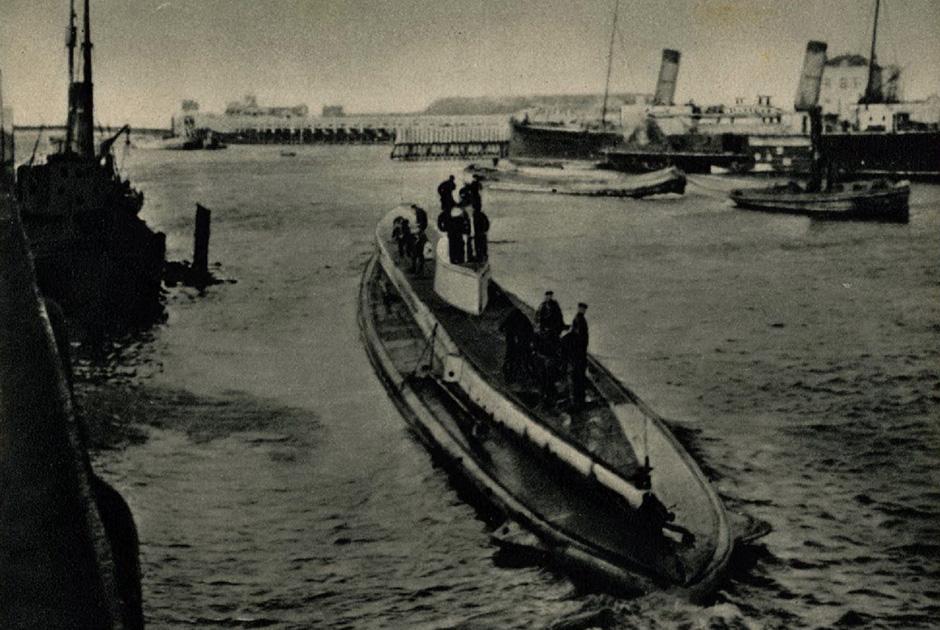 Это не U9. В надписи на открытке — ошибка. Последняя лодка Веддигена — U29 — отправляется в поход