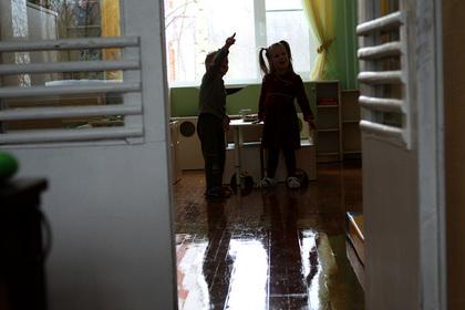 В России девочку с деформацией черепа отказались принимать в детский сад