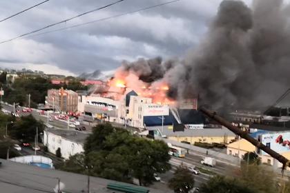 Во Владивостоке загорелся один из крупнейших торговых центров