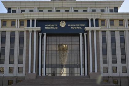 Десять военных пострадали из-за взрыва боеприпаса в Казахстане
