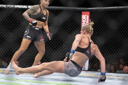 Чемпионку UFC задела статья российского издания о трансгендерах