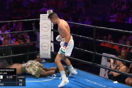 18-летний боксер нокаутировал подразнившего его соперника