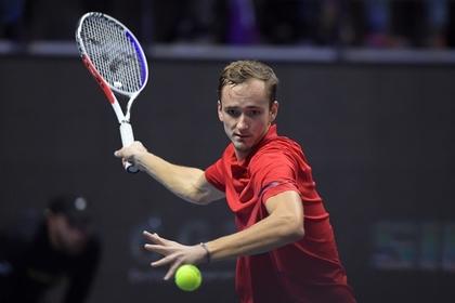 Российский теннисист Медведев выиграл турнир в Санкт-Петербурге