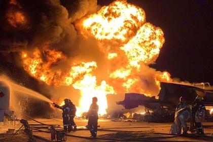 В Киеве загорелись девять заполненных бензовозов