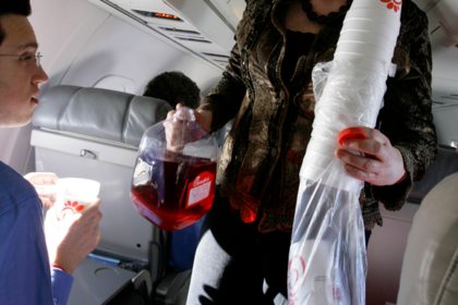 Стюардесса раскрыла грязные секреты авиакомпаний