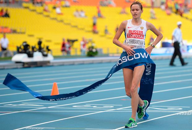 Олимпийская чемпионка по спортивной ходьбе Елена Лашманова