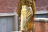 Леопардовый принт и золото —это китч где угодно, но только не в Милане. В городе, давшем жизнь индустрии Versace и Moschino, иногда нужно действовать в лоб.