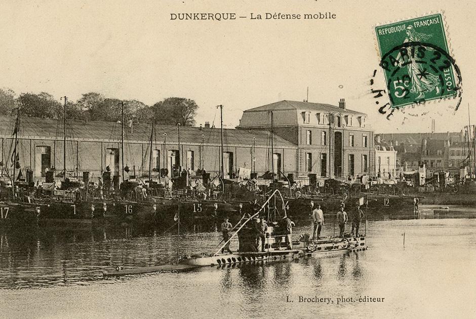 1906 год. Одна из первых французских подводных лодок в Дюнкерке