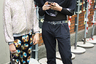 Эклектика и китч: что только не наденешь, чтобы обратить на себя внимание стрит-фотографов. Женская шляпа и цепь с ограды автостоянки, брюки с ретро-принтом в виде DVD-диска и бомбер с пайетками.