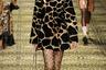 В природе леопард зебре отнюдь не враг — слишком крупная добыча. Вот и на показе Dolce & Gabbana леопардовый и зебровый принты уживаются без проблем.