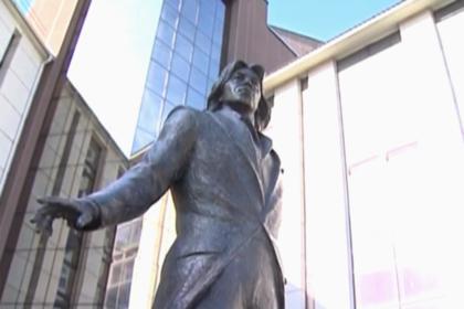 В Красноярске появился памятник Хворостовскому
