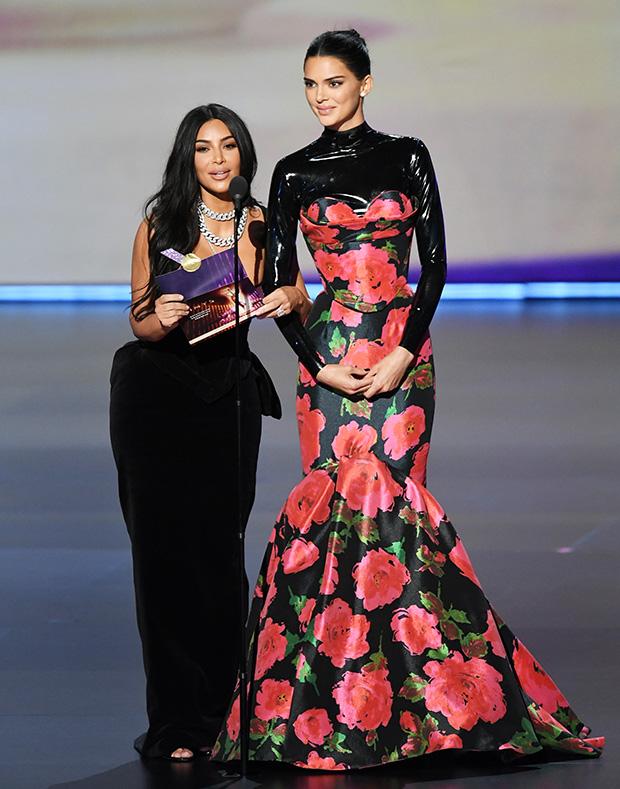 Ким Кардашьян и Кендалл Дженнер на церемонии