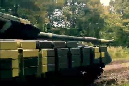 Украинские военные протестировали танк бокалом пива