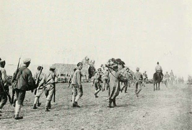 Солдаты колчаковской Западной армии во время отступления к северу от Уфы. Июнь 1919 года