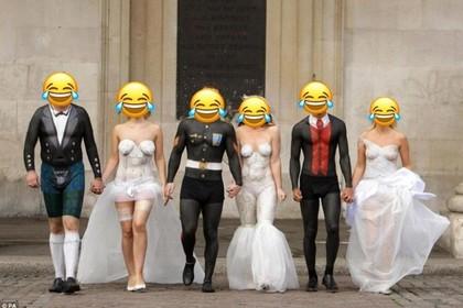 Поженившиеся в нижнем белье люди взволновали пользователей сети