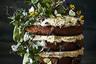 На первый взгляд фото живущей в Новой Зеландии женщины-фотографа по имени Манья Ваксмут напоминают классические натюрморты голландских живописцев. Однако при более внимательном рассмотрении зритель различает на аппетитных тортах и плавящихся сырах мух и червей. Сделав их неотъемлемой частью композиции, Ваксмут с помощью своих снимков захотела натолкнуть людей на размышления о так называемой еде будущего, состоящей из насекомых.