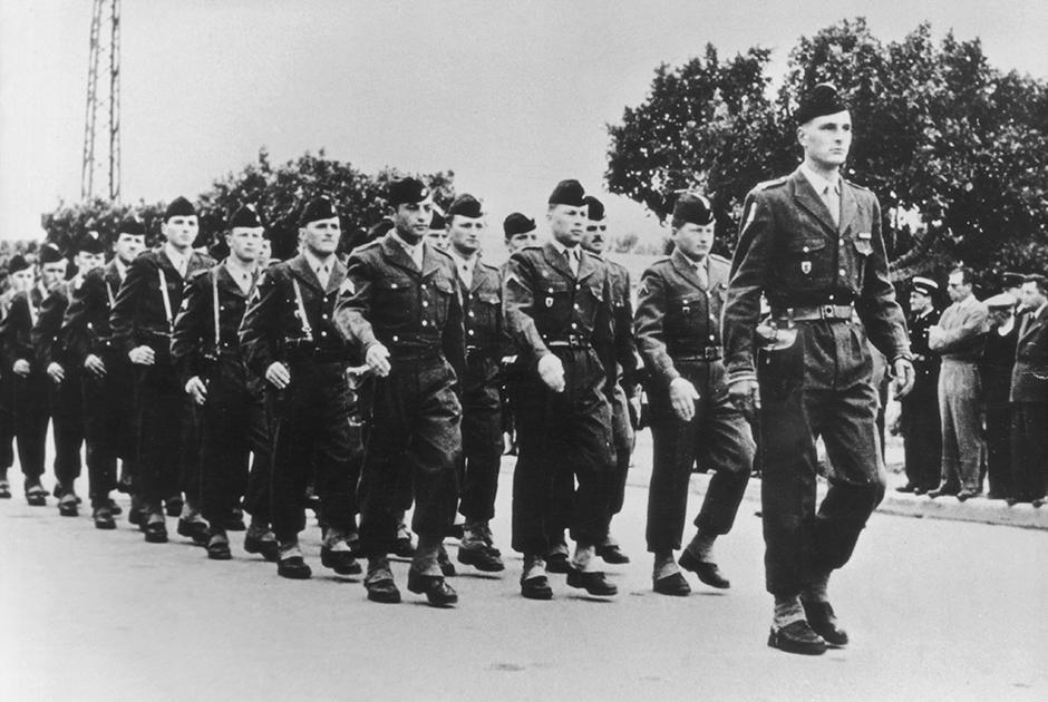 Ширак ведет подразделение на параде французской армии