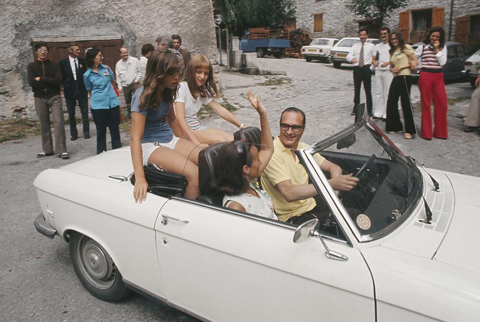 Жак Ширак, его жена Бернадетт и дочь Клод с подругой во время отпуска в Коррезе.