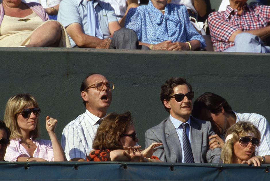 Жак Ширак, его дочь Клод Ширак и Николя Саркози на Открытом чемпионате Франции по теннису. Париж, июнь 1985 года