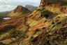 Куиранг — место в Шотландии, где можно наблюдать фантастическое сочетание различных ландшафтов и пейзажей: величественное плато, острые вершины, резкие обрывы, роскошные луга. Польский фотограф Мацей Войчик постарался запечатлеть Куиранг так, что это место стало похоже на жилище мифических существ.