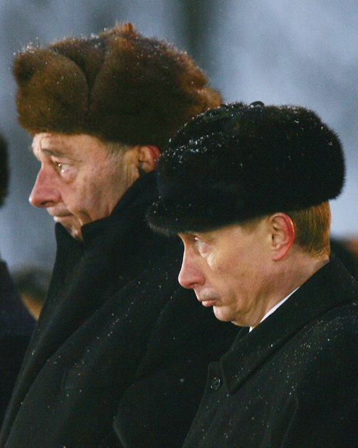 Жак Ширак и Владимир Путин в Польше, 2005 год. Президенты встретились в польском Освенциме на церемонии, посвященной 60-летию освобождения лагеря войсками СССР