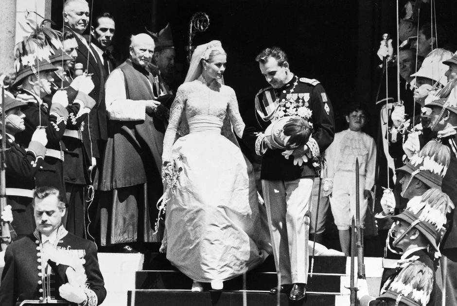 Свадьба Грейс Келли с князем Ренье III 19 апреля 1956 года. Платье для княгини создал Кристиан Диор
