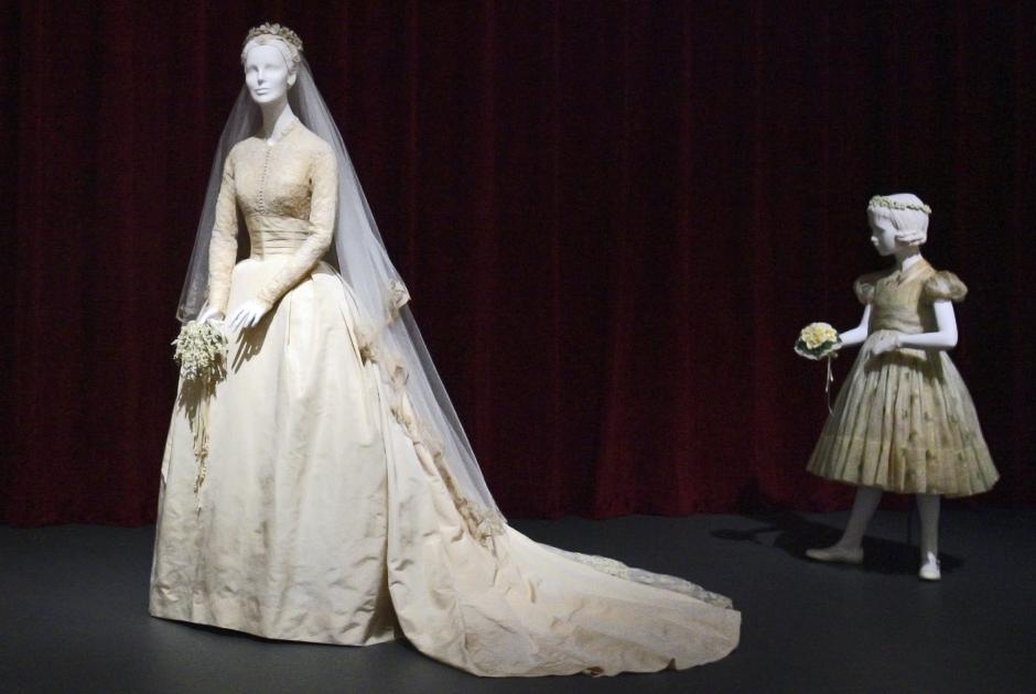 Свадебное платье Келли в музее Филадельфии в 2006 году на выставке, посвященной 50-летию свадьбы Грейс и Ренье