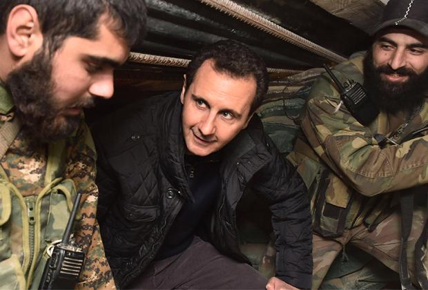 Башар Асад навещает базу правительственных войск