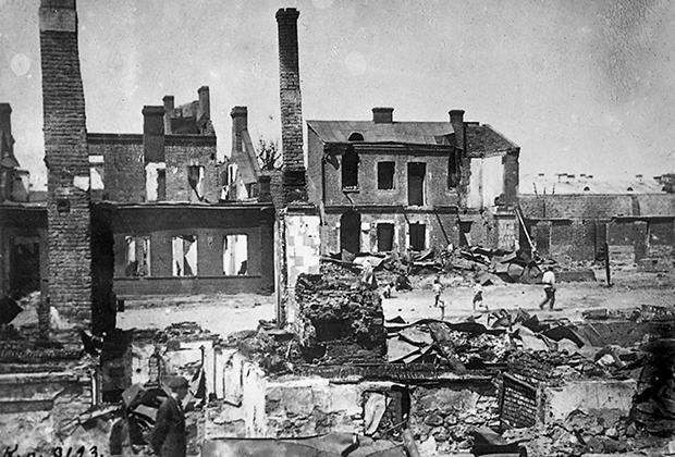 Разрушенный белополяками квартал в Минске, 1920 год