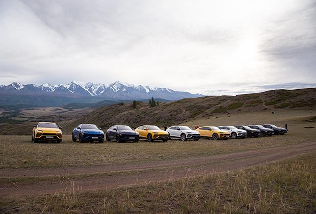 Платформа у Lamborghini такая же, как у Audi Q7 и Bentley Bentayga. Но Urus по сравнению с родственниками более мощная, быстрая и спортивная машина. Однако на ней можно смело съезжать с асфальта: дорожный просвет способен достигать 248 миллиметров.