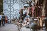 Это не просто город-памятник— это живой квартал, где историческое наследие соседствует с современной жизнью бакинцев: музеи и дворцовый комплекс, рестораны и бары, сувенирные и продуктовые лавки, мечети и церкви, караван-сараи, бани, посольства, гостиницы и жилые дома.