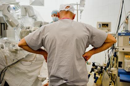 Россияне десятилетиями дают взятки врачам. Почему эти деньги губят медицину всей страны?