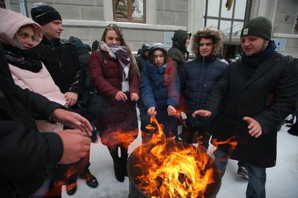 Жители Украины проводят протестную акцию у здания компании «Нафтогаз-Украина»