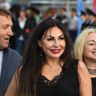 Наталья Бочкарева (в центре)