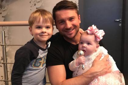 Сергей Лазарев показал дочь от суррогатной матери
