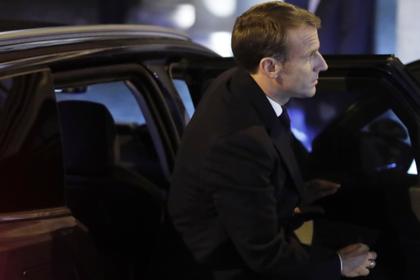 Макрон приехал на прощание с Шираком на десятилетнем автомобиле