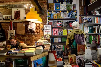 Книги в русских библиотеках начали выдавать попаспорту