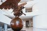 Культурный центр включает в себя аудиториум, музей, выставочные залы, концертный зал, ресторан, административные помещения. <br></br> В центре представлены как постоянные, так и временные экспозиции. Во внутреннем пространстве размещены  современные скульптуры— например, при входе в центр стоят монументальные произведения мексиканского художника и скульптора Хорхе Марина.
