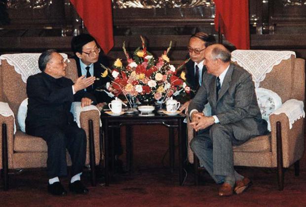 Переговоры между Дэн Сяопином и Михаилом Горбачевым