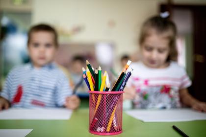 Владельцев российского детского сада посадили за связывание детей пеленками