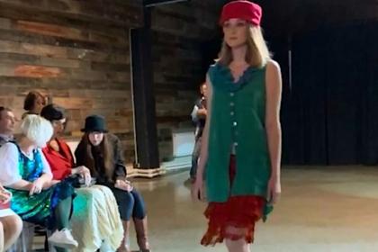 Из выловленных в затопленном российском городе вещей пошили модную одежду