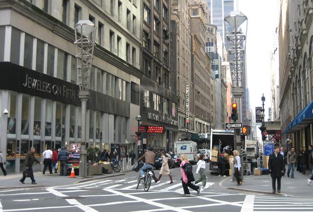 Перекресток 47-й улицы и 5-й авеню